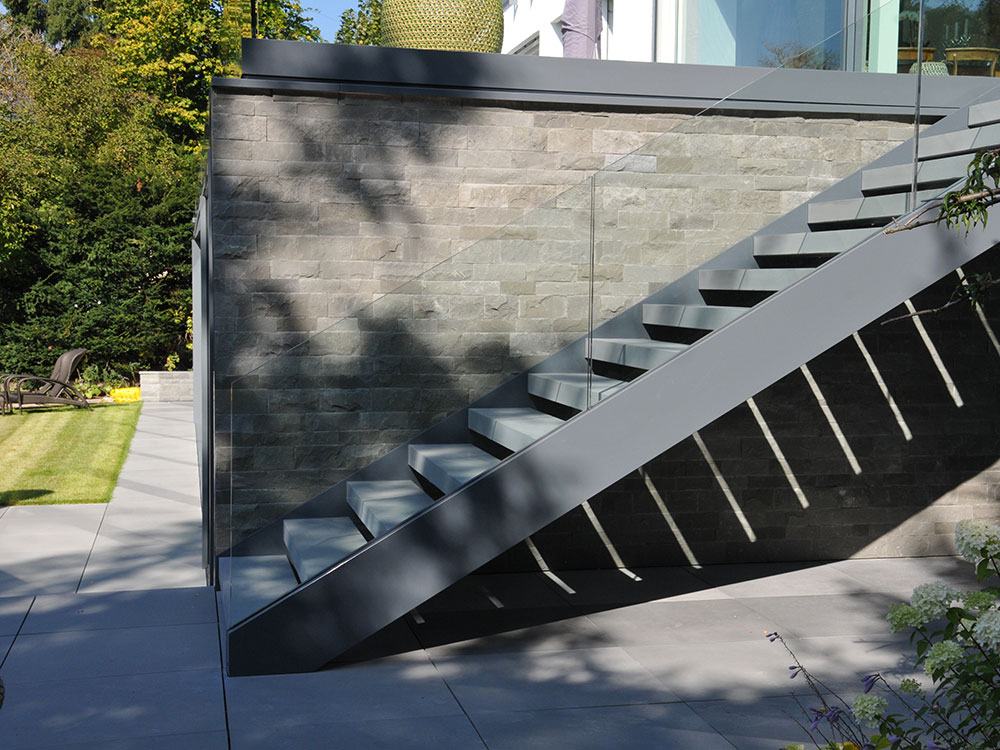 treppen gel nder metall und glas. Black Bedroom Furniture Sets. Home Design Ideas